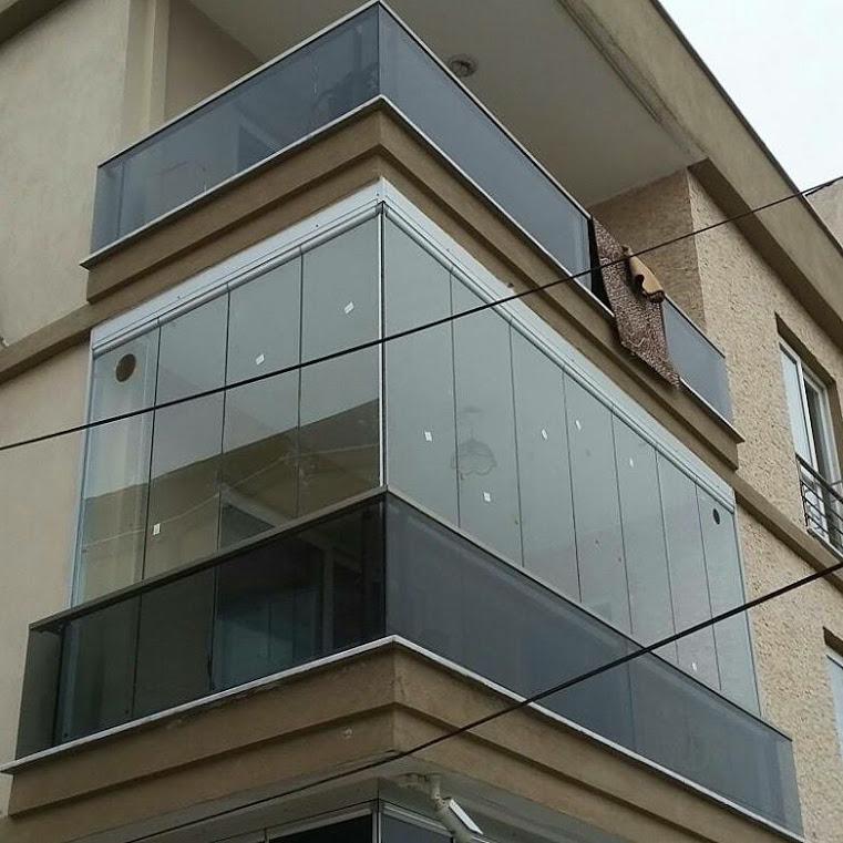 Практична система за остъкляване на всякакъв вид балкони, тераси и зимни градини без вертикални профили.